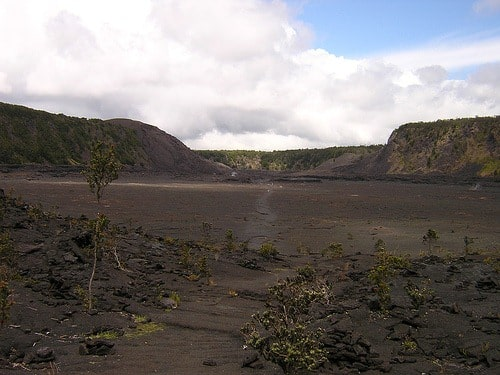 kilauea iki trail across crater floor