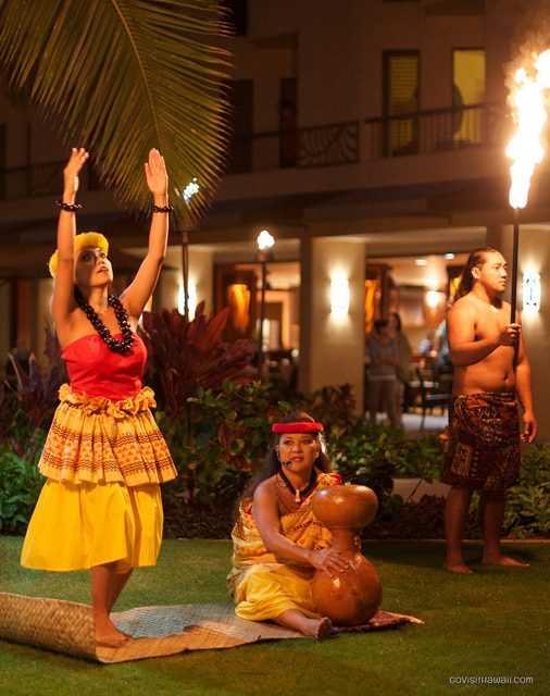 Free Hawaiian hula at hotels