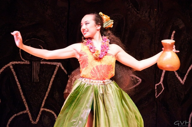 luau hula dancer