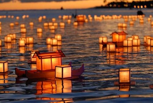 Lanterns-on-the-ocean_thumb.jpg