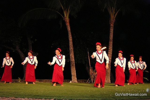 what to expect from your first time to a hawaiian luau go visit hawaii